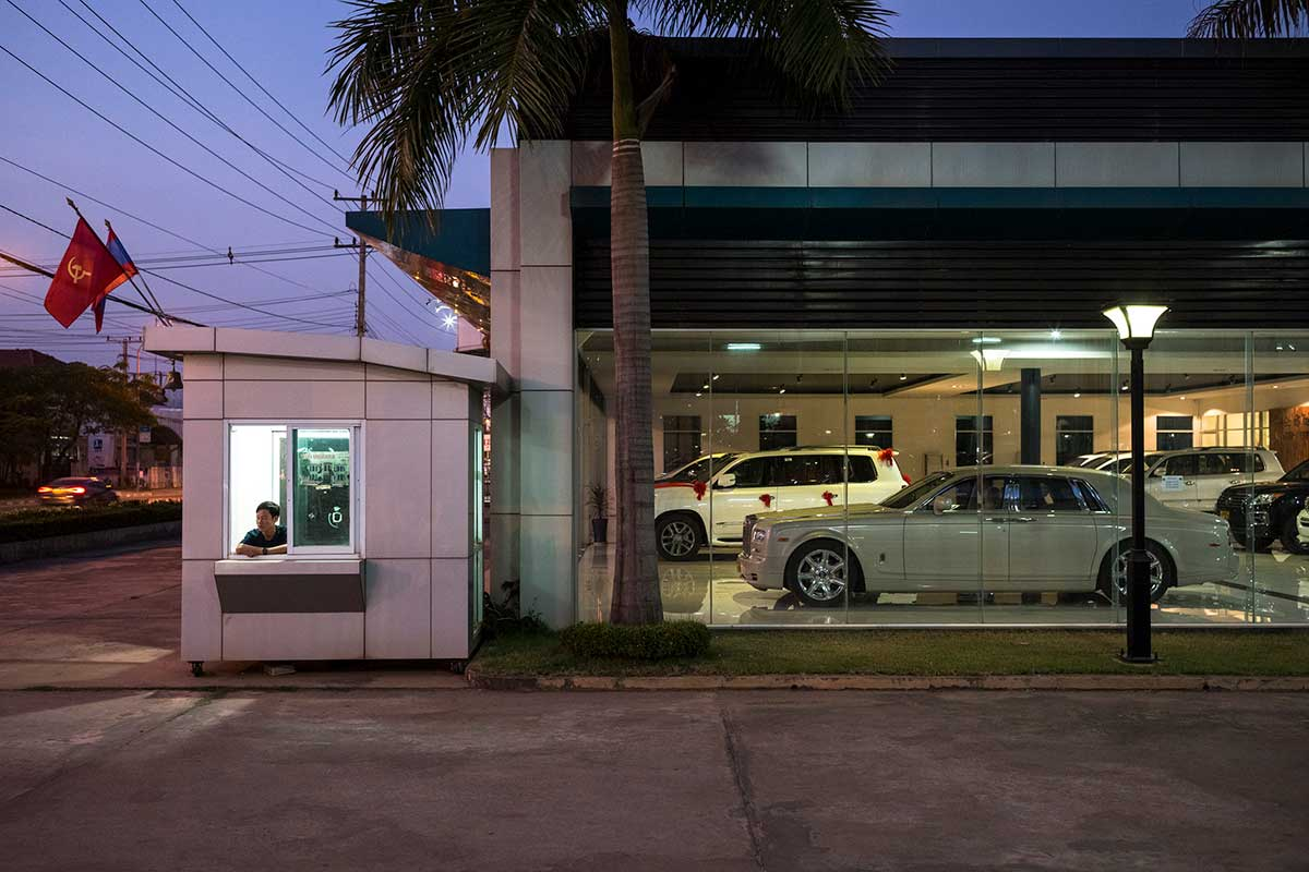 automobili-in-laos