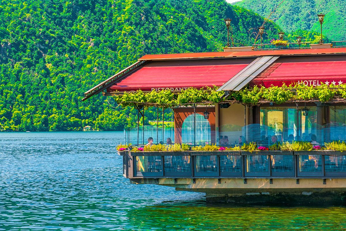 lake-hotel